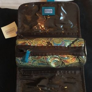 Traveling jewelry case.